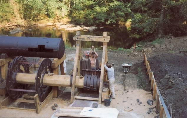 Cliquer pour agrandir : Le bocard en cours de remontage, 1990 (c) Phot. Claude Forrière ; CD24