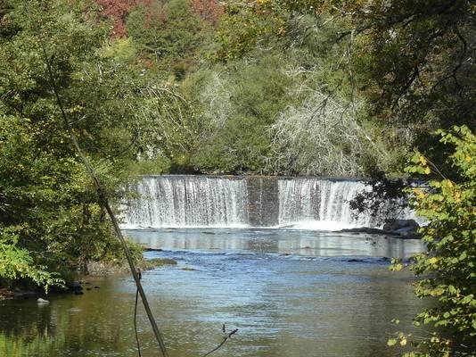 Cliquer pour agrandir : Le barrage de la forge vu depuis la passerelle ; 2008 (c) CD24