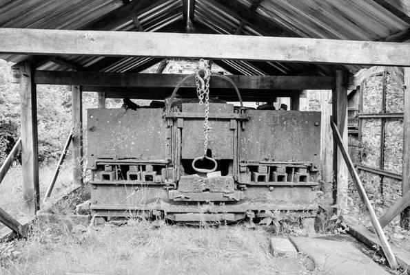 Cliquer pour agrandir : Four à puddler vu de l'ouest ; 1990 © Phot. B. Guiot ; CD24