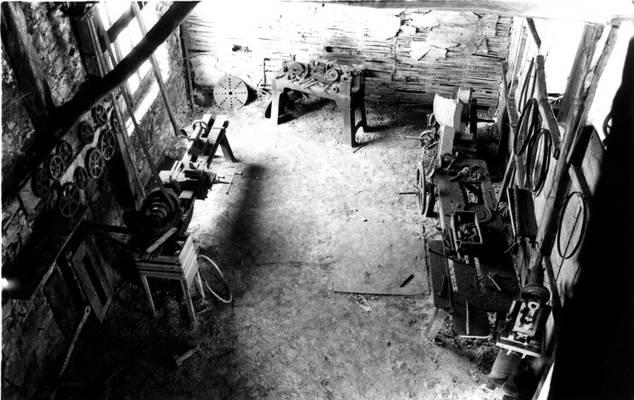 Cliquer pour agrandir : Atelier d'entretien de la tréfilerie ; 1980 (c) Phot. : Ph. Lair ; Fonds ASFSL, série 114J, AD24