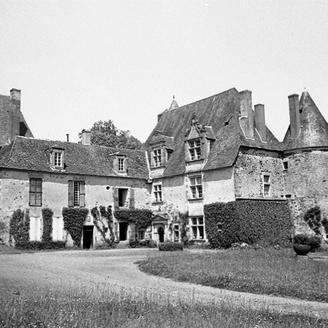 Château de Savignac-Lédrier ; vers 1980 (c) Fonds ASFSL, série 114J, AD24
