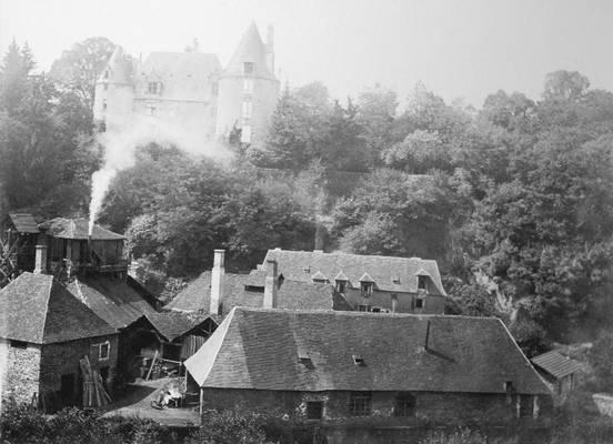 Cliquer pour agrandir : Récupérateur des gaz du haut-fourneau en fonctionnement ; vers 1905 (c) Fonds Combescot, série 47FI, AD24
