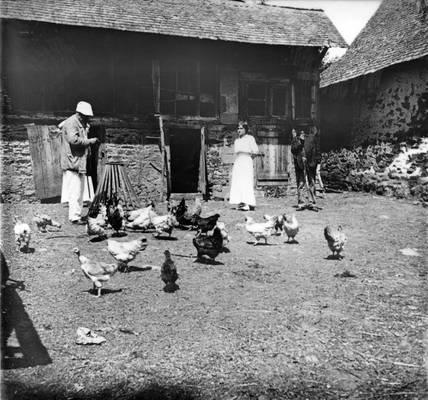 Cliquer pour agrandir : La basse-cour du château ; 1913 (c) Fonds Combescot, série 47FI, AD24
