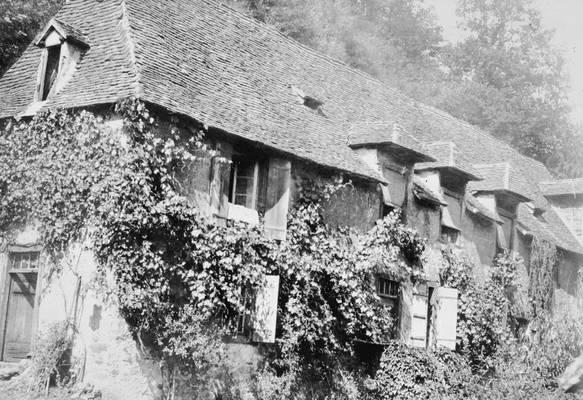 Cliquer pour agrandir : Façade principale de la cantine ; vers 1905-1910 (c) Fonds privé famille de la Héronnière
