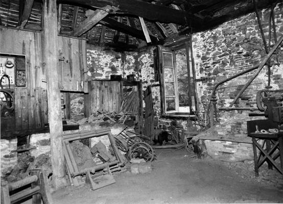 Cliquer pour agrandir : Forge maréchale de la tréfilerie ;  ; 1991 (c) Phot. : P. Couillaud ; CD24