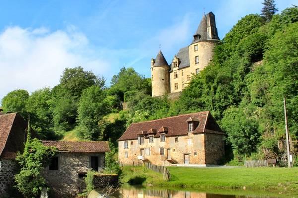 """Cliquer pour agrandir : La cantine de la forge au """"pied"""" du château ; 2012 (c) CD24"""