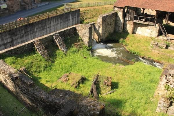 Cliquer pour agrandir : L'affinerie aujourd'hui disparue, vue depuis le haut-fourneau ; 2012 © CD24