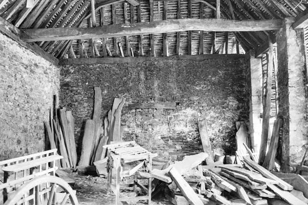 Cliquer pour agrandir : Intérieur de la halle à charbon avant restauration ; 1980 (c) Phot. : Ph. Lair ; Fonds ASFSL, série 114J, AD24