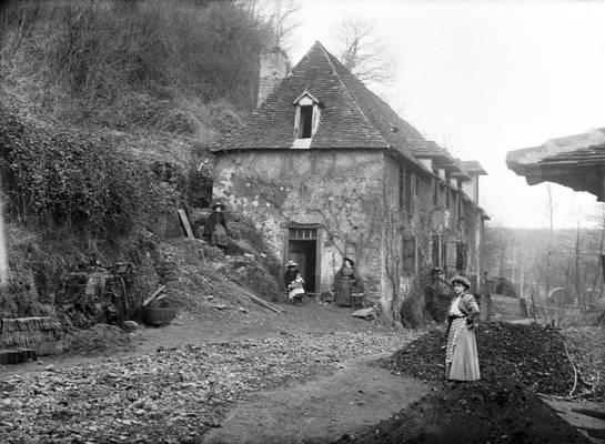 Cliquer pour agrandir : La cantine de la forge vue du sud-est ; vers 1910 (c) Fonds Combescot-Salats, série 48FI, AD24